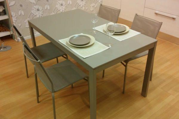 tavolo-allungabile-e-sedie-laccato-color-sabbia-1-20180729-1907962824031FCB52-9353-FA84-7683-B53D82EC26B1.jpg