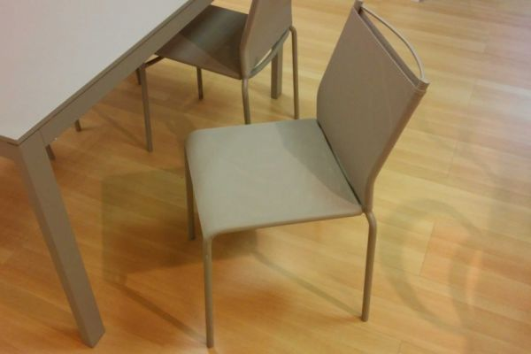 tavolo-allungabile-e-sedie-laccato-color-sabbia-2-20180729-16451765824E1D5696-9408-0E5F-6435-49277FAF8D4E.jpg